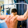 ラットプルダウンの種類による筋活動の違い(ビハインドネック・ラットプルダウンよりもフロントネック・ラットプルダウンのほうが広背筋と三角筋後部の筋活動が大きい)