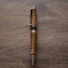 「人生の楽園」で放送された世界の銘木で作る木製ペンを制作している里山の木工房「真空」のペンを購入。