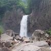 日本の滝百選の一つ!落差約55mの名瀑 妙高市「苗名滝」
