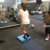 前十字靭帯(ACL)損傷と大腿四頭筋とハムストリング(膝関節の屈曲角が0°(完全伸展)~45°で大腿四頭筋が強く収縮する際、ハムストリングの収縮(共収縮)がその強さに見合わない場合、前向きの力が発生しACLの負担が増える)