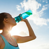 運動時における水分補給には水がよいか、スポーツドリンクがよいか(低ナトリウム血症の緊急時において血漿ナトリウム濃度が130mmol/lを下回る場合、3%の高張食塩水を静脈内投与される)