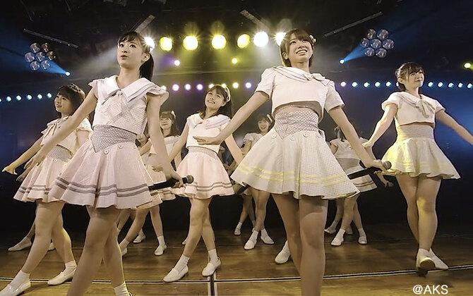 え!? まさか…。こんな目の前で AKB48 が歌って踊ってくれるなんて! ー VR体験レポート