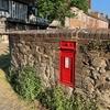 イギリスの郵便ポストって赤くて可愛いよね。時代の見分け方。