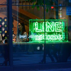 LINE RECORDSが開催する、完全招待制の音楽イベント『Groovin' supported by hotel koe tokyo』記事が公開されました。