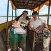 日本人お2人旅と車チャーターアートとトンレサップ湖クルーズ