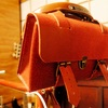 赤い牛床革でクロモリフレーム用の革サドルバッグを自作した。