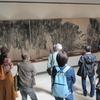 「原爆の図」美術館と吉見百穴・軍需工場通路跡 平和考えるツアー