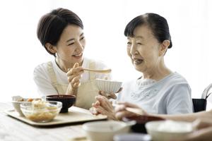 高齢者にとって大切な「経口摂取」を続けるポイント