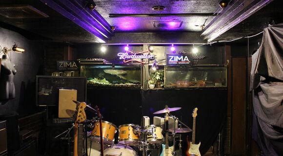 謎のライブハウス「大久保水族館」は元寿司屋だった