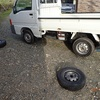 サン婆ーちゃんも タイヤ交換 Sambar too