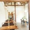 新潟県南魚沼市、OHGIYA CAFE | 素朴なワッフルを大きな天井の高い古民家を改造したカフェで堪能