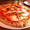 食べログで評価の高いピザ屋さん『ラ・ピッコラ・ターヴォラ』で絶品ピザを食べて来ました。