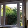 水漏れがあった古い窓を大きな新しい窓に交換しました。