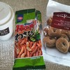 トラックドライバーのおやつ♪ミニドーナッツ、柿の種、ホットコーヒー