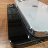 「iPhone 12」の新たなダミーユニット。フラットなデザイン