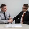 【20代からの転職】若手SEが年収アップは可能?狙いやすい職種・キャリアを紹介!
