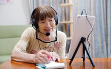 日本語を話したい外国人と日本人高齢者をマッチング