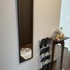 玄関と寝室にウォールミラーを設置しました