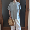 大人の肌に馴染む杢グレーのTシャツ|大ぶりなネックレスとパンプスでエレガントにコーデ
