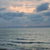 夕暮れ時の海に来て
