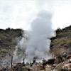 茶臼岳(那須連山)~③三斗小屋温泉の源泉をのぞいた