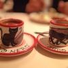黒猫の可愛らしいカップ