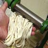 ラーメン二郎っぽい極太麺は「縦に厚い」、縦切り(縦長の長方形)らしいよ