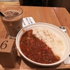 スープストックのラタトゥイユカレーとマンゴーとココナッツシロップのチェがおいしい