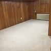 灰色から真っ白の絨毯に交換したら、地下室が見違えました。