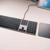 秀逸なデザインと質感で打鍵感も良し!  Satechi スリム W3 テンキー付き 有線 バックライトキーボード