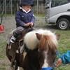 初ポニーで乗馬