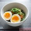 キムチ納豆煮卵丼はのせるだけでうまい楽々丼(^-^)