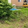 樹は撤去 ーi-smartの外構 半分色が違う砂利