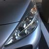 白く曇ったヘッドライトがピカピカすると自動車がよみがえり更に愛着が増すんだね。