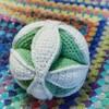 赤ちゃんのおもちゃをプレゼント:かぎ針編みのボールを作りました
