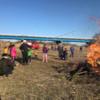 小正月の鳥追い(どんど焼き)に参加して-会場の川原で太鼓の演奏をしたり、やきいもを焼いたり。