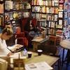 本に囲まれた空間でお茶が飲めるカフェ