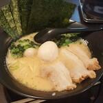 岡崎の横浜家系ラーメン「まんぷく家」で激盛り!満腹!