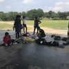 子どもたちからとても慕われている元サッカー隊員がアンパーラに来た。