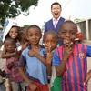 「2016年11月、アフリカ・コンゴで夢を叶えた1人の男がいた。彼の名は、リーマントラベラー東松。」