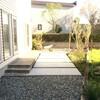 グレーを基調にしたスッキリ、かっちょいいお庭