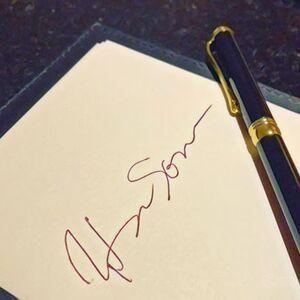 クレジットカードのサインを、馬鹿正直に漢字のフルネームサインにしてませんか?サインの仕方など、カード署名に関する疑問を解決!