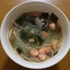 おひとりさまの夜は塩鮭の野菜スープでシンプルに! 生姜やニンニクでアレンジも◎