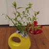 4月3日(金)3年生、自発的に花を生ける