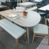 ホワイトオーク材を使った変形テーブルのダイニングセットのご紹介です。