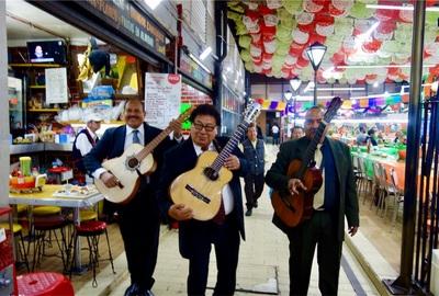 【メキシコ旅⑧】死者の日ウィークの始まり!夜のソカロとガリバルディ広場へ