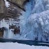 ジョンストンキャニオンで冬のハイキング【バンフのハイキングコースレビュー】幻想的でカナダらしい景色が見れます
