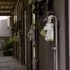 【怖い話】女性のひとり暮らし、隣人に挨拶しただけで粘着され……【防犯】