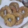 夜中にドーナツ作り。15分くらいでできた。
