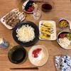 はんだ麺、ズッキーニのパン粉焼き、買ってきた焼き鳥、トマト